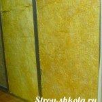 protsess-ustanovki-zvukoizolyatsionnogo-materiala-mezhdu-sten-150x150-7721052