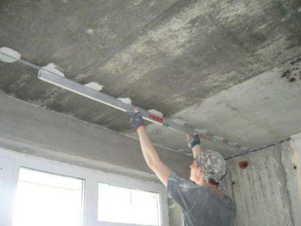 Выравнивание потолка с помощью металлических направляющих