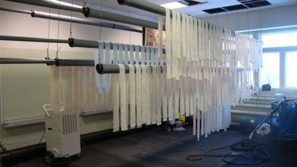 Производственная очистка и стирка вертикальных жалюзи по технологии