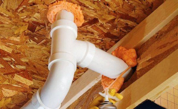 Монтажная пена значительно облегчает ведение ремонтных работ