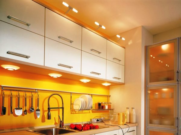 Светодиоды отлично освещают рабочую зону кухни