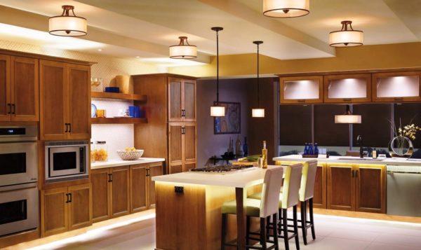 Кухонные светильники могут быть различного дизайна и размеров