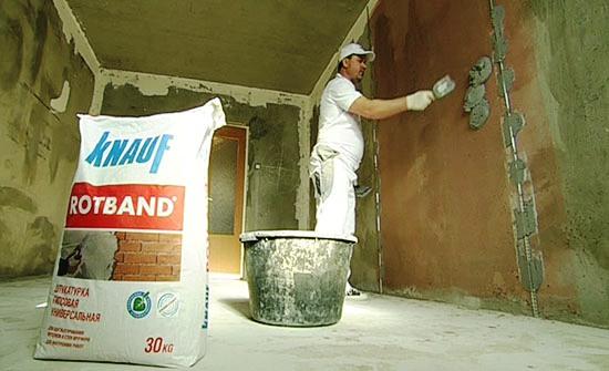 Нанесение штукатурки Ротбанд на стены