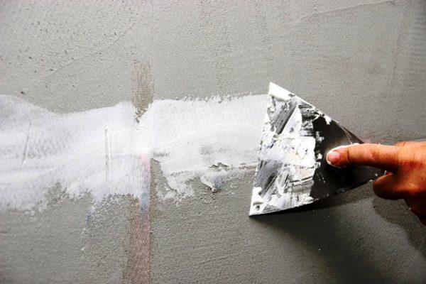 Косметическое выравнивание стен применяется при небольших дефектах