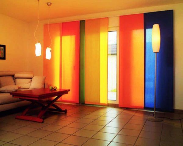 Японские шторы из плотной ткани укроют от яркого солнечного света