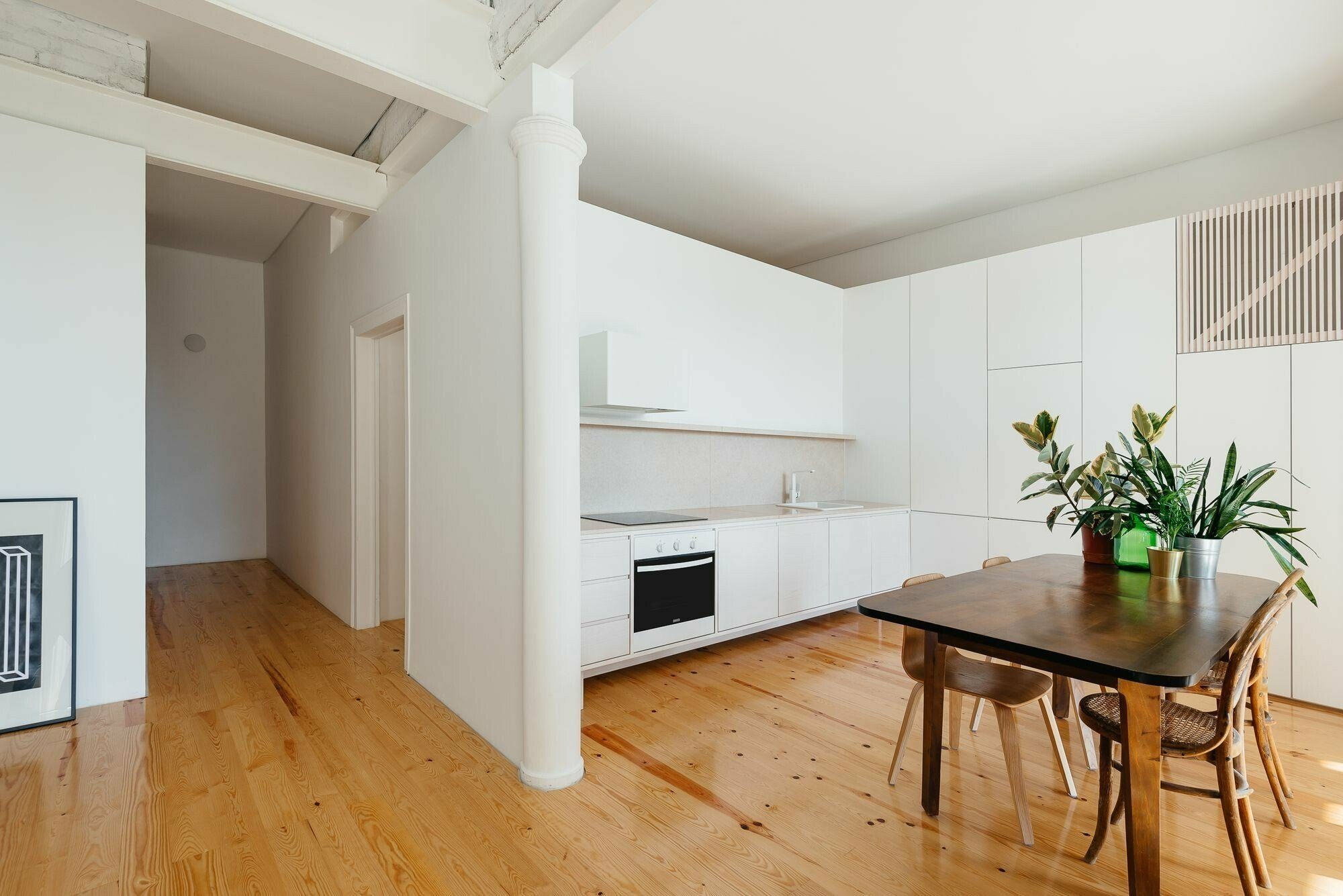 minimalizm-v-interere-foto_11-6245313