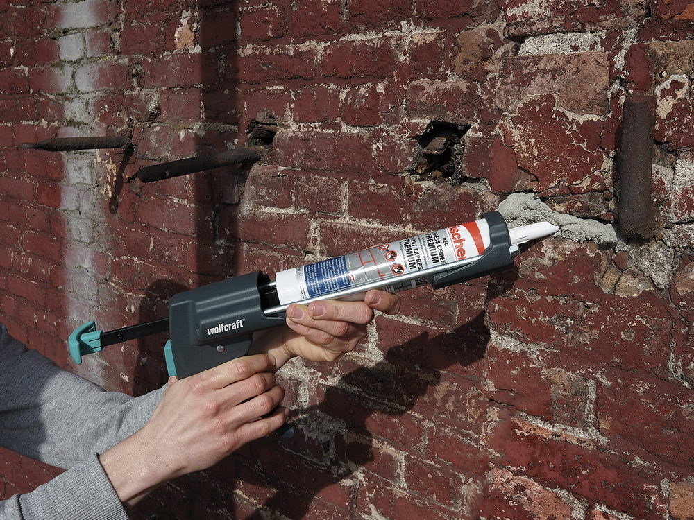 kak-polzovatsya-pistoletom-dlya-germetika-32-4144198