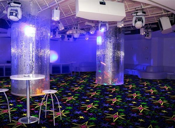 Флуоресцентный ковролин в общественных увеселительных помещениях