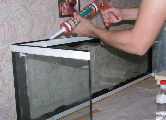 kleim-steklo-so-steklom4-2947846