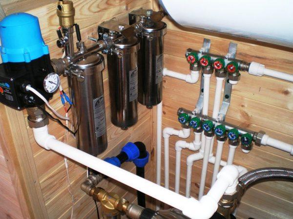 Водопроводная система в загородном доме, установленная профессионалами