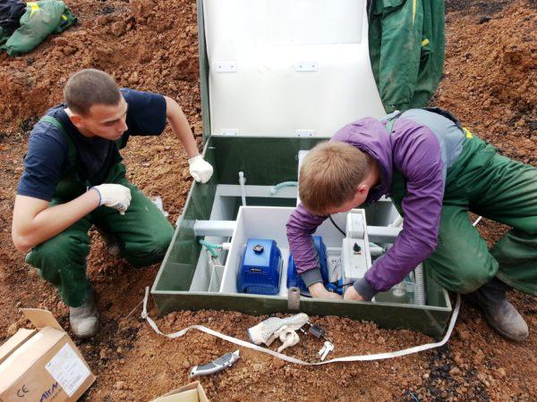 Слесаря-сантехники в совершенстве знают все тонкости монтажа канализационных систем и выполняют работы в соответствии с нормами СанПиНа и экологическими требованиями