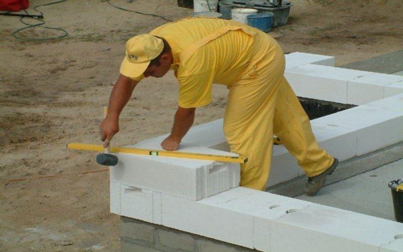 ukladyivaem-pravilno-gazosilikatnyie-bloki-800x500_c-3360570