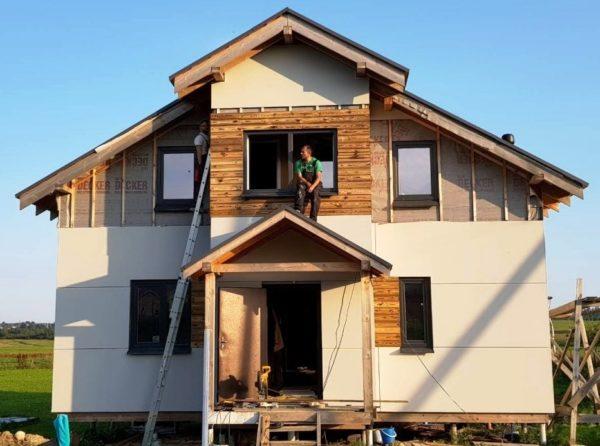 Строительные компании гарантируют долгий срок службы своих построек, комфортные условия жизни и значительную экономию средств при эксплуатации такого дома