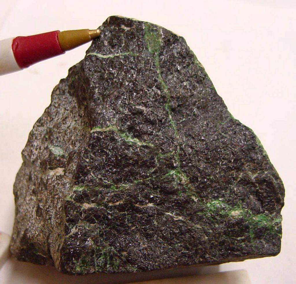 chromite_-_usgs_mineral_specimens_296-1024x981-3904326