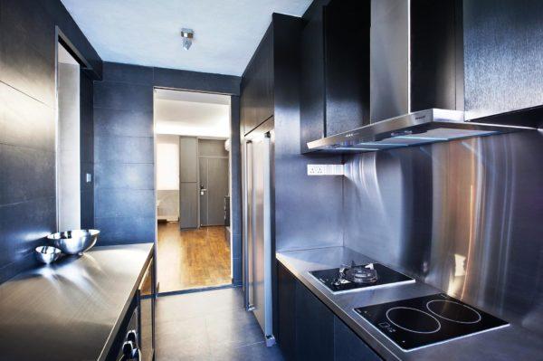 Стальные шкафы, открытые металлические полки - приветствуется мебель в виде технического оборудования