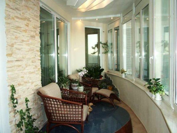 Как превратить балкон в место для отдыха 3
