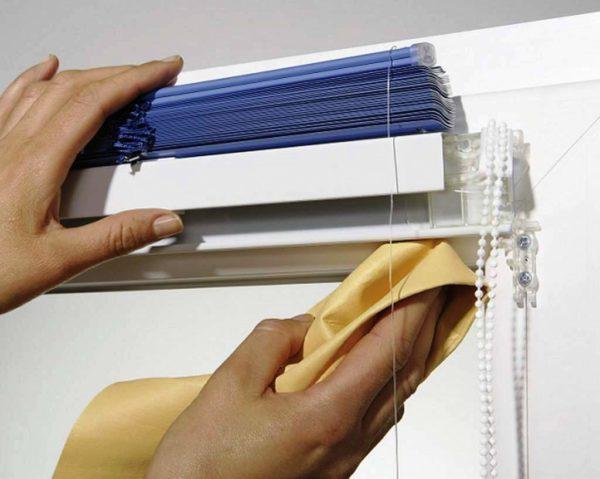 Такие шторы особенно актуальны для комнаты, выходящей на солнечную сторону: подкладка предохраняет основную ткань от выгорания