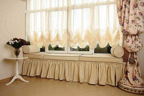 Австрийские шторы будут пышными, если взять легкую шелковистую или хлопчатобумажную ткань