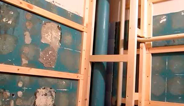 obreshetka-sten-tualeta-pod-plastikovye-paneli-2640947