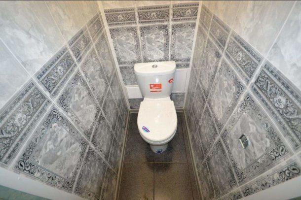 otdelka-tualeta-plastikovymi-panelyami-610x406-5026410