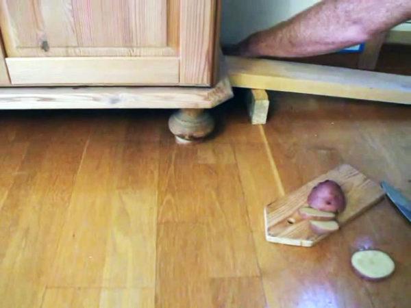 Как двигать деревянную мебель