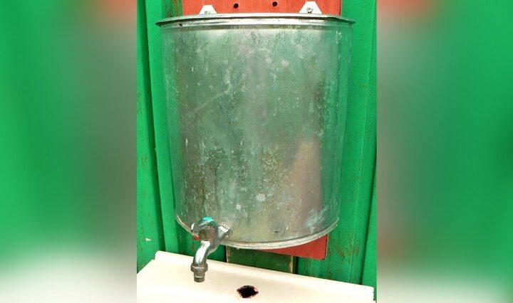 umyvalnik-dlya-dachi-svoimi-rukami-7-5859986