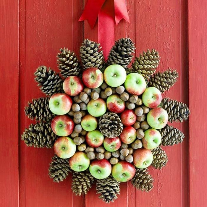 easy-on-the-eye-fresh-holiday-wreaths-of-exterior-fabulous-creative-fruity-christmas-wreath-decorating-inspirations-for-seasonal-diy-holiday-on-red-door-ideas-8481216