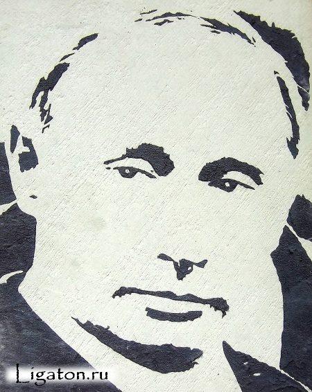 portret_prezidenta_putina_cherez_trafaret_na_dekorativnoj_shtukaturke_koroed-4499062