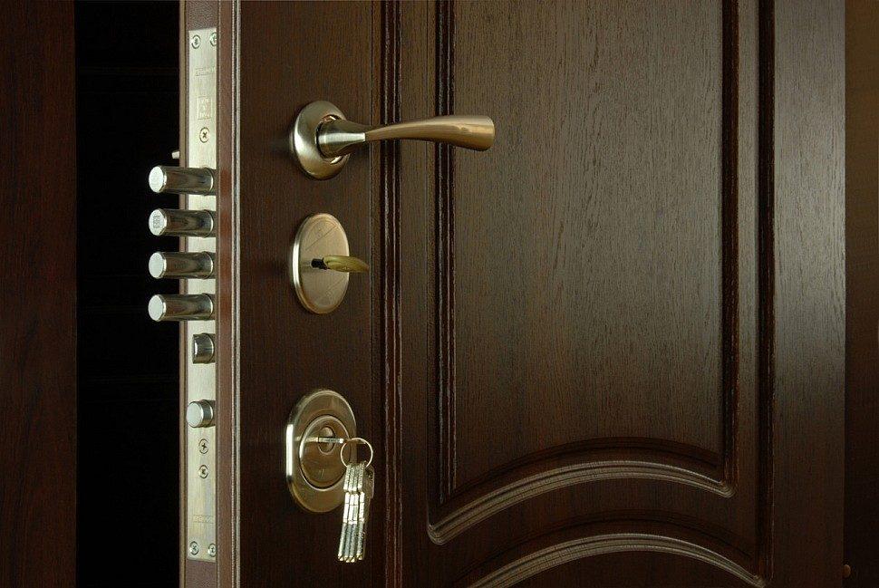 shirina-vhodnoj-dveri-v-dom-standart-1877457