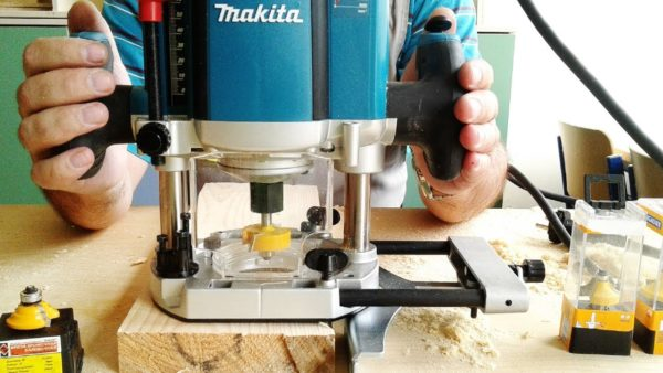 Процесс фрезерования с использованием ырезера Makita