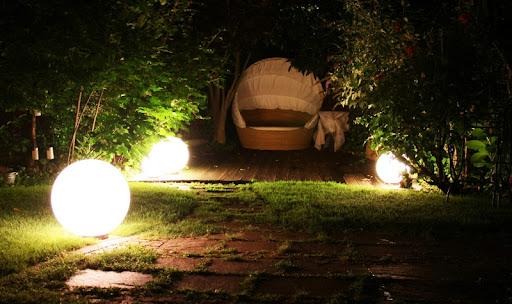 Садовые светильники на даче 1