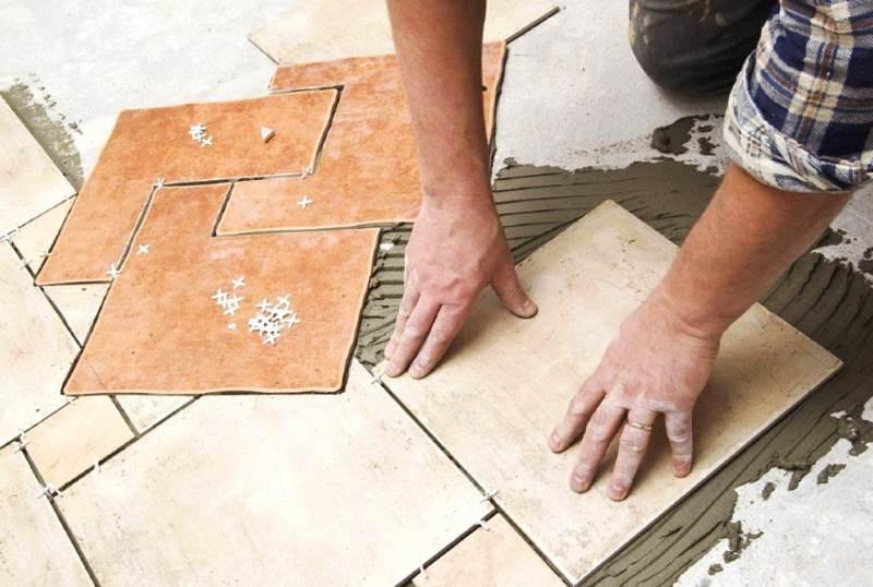 Правильная укладка напольной плитки дома своими руками