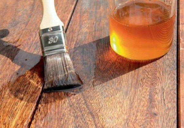 Деревянная крашеная мебель хорошо чистится тряпкой