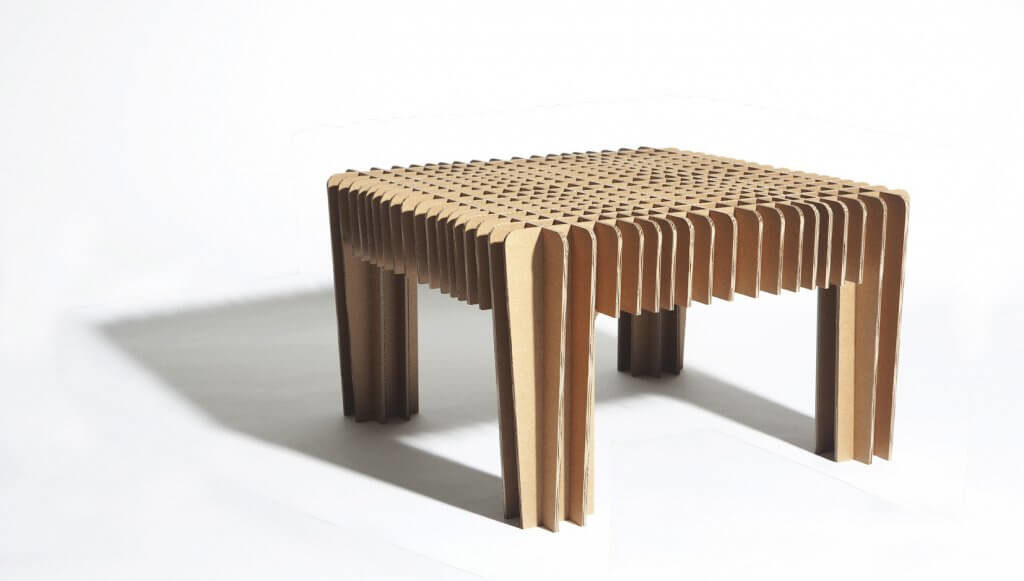 stolik-z-kartonu-1024x581-5170156